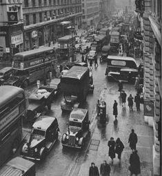 Twenty-three Evocative Photographs of London in 1953 - Flashbak London Pictures, London Photos, Old Pictures, Old Photos, Vintage Photos, London History, Tudor History, British History, Asian History