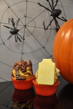 Spooky orange chocolate cupcakes at Pitchoun!
