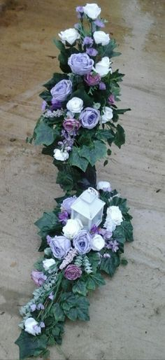 Funeral Flowers, Ikebana, Memorial Day, Floral Arrangements, Fancy, Diy And Crafts, Floral Design, Floral Wreath, Christmas Decorations