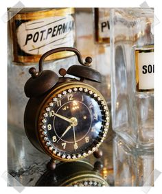 Paris Couture Antiques: From Shabby Drab to Frenchy Fab! Vintage Alarm Clocks, Antique Clocks, Tick Tock Clock, Or Noir, Cool Clocks, Time Clock, Antique Chandelier, Clock Decor, Vintage Decor