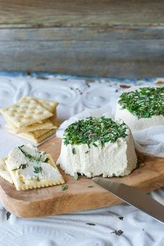 Vegan Roasted Garlic and Fresh Herb Cream Cheez (a. Vegan Boursin) from Crave Eat Heal by Annie Oliverio [Gluten-Free] Vegan Cheese Recipes, Vegan Cream Cheese, Vegan Foods, Raw Food Recipes, Cooking Recipes, Cashew Cheese, Raw Cheese, Cheese Fruit, Nacho Cheese
