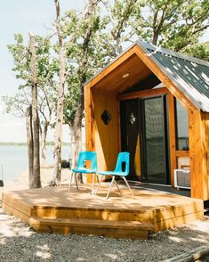 How To Build This DIY Modern Minimalist Cabin For Under $7,000 Diy Cabin, Guest Cabin, Tiny House Cabin, Small House Plans, Cabin In The Woods, A Frame House, Kabine, Modern Minimalist, Minimalist Lifestyle