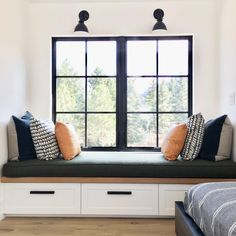 Perfect Sunday to sit and read a book on this window seat. Home Decor Bedroom, Living Room Decor, Living Room Bed, Bedroom Nook, Bed Room, Dining Room, Window Benches, Modern Window Seat, Bedroom Windows