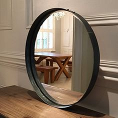 tr s tendance ce miroir rond suspendu deco delamaison maison pinterest miroir rond. Black Bedroom Furniture Sets. Home Design Ideas