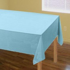 Uiteraard mag dit tafelkleed ook niet ;ontbreken op de baby shower! Super mooi plastic tafelkleed van een groot formaat dus past altijd!Leuk in het effen baby ;blauw zodat je deze ;zelf leuk ;combineren met de diverse thema`s.