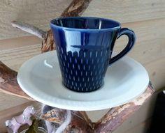 En av Kåre Berven Fjeldsaas vakre 60-talls kaffekopper i serien Brunette fra Stavangerflint. Her i en herlig blå utgave med hvit skål. Pottery, Mugs, Tableware, Vintage, Ceramica, Dinnerware, Pottery Pots, Tumblers, Dishes