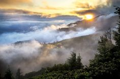 Smoky mountains. Free image by our member skeeze: https://pixabay.com/en/mountains-landscape-mist-smoke-889131/
