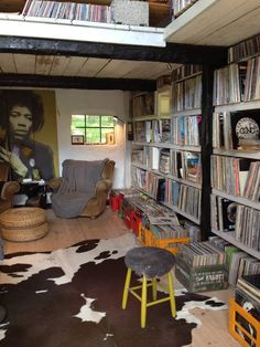 Homes i would like to listen in Musikliebhaber Jimi Hendrix Music Room A Tip On How To Get Offers Wh Lp Regal, Home Music, Music Studio Room, Music Rooms, Vinyl Record Storage, Lp Storage, Vinyl Room, Audio Room, Record Collection