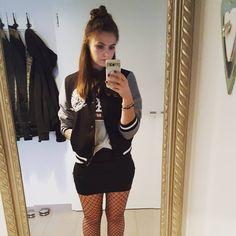 Gleich geht's nochmal bissl raus ins Nachtleben  zu dem Outfit trage ich meine docs oder converse...Bin ein #chucksgirl  #ootn #skirt…