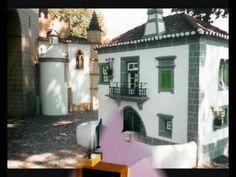 ortugal dos Pequenitos é um parque temático, situado em Coimbra, dedicado, principalmente, às crianças e um dos mais visitados. Apresenta construções, em escala reduzida de casas típicas de cada região, monumentos portugueses, de norte a sul do país, referentes à História de Portugal. De realçar a janela do Convento de Cristo em Tomar.