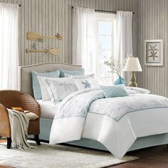 Nautical allure abounds in this Harbor House Maya Bay four-piece comforter set. This sweet cotton comforter set combines blue and white in an sea-theme design that looks as good in an inner-city bedro