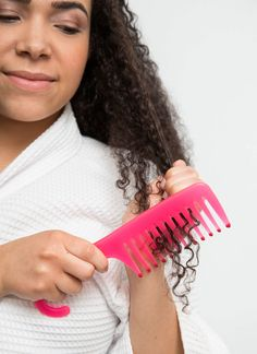 Omgeh I have a similar come. Lol. 18 Life-Changing Hacks for Curly Hair Curly hair tips. Very helpful!