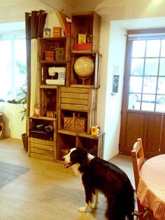 étagères modulable et personnalisable conçues avec des caisses en bois vintage de lartdelacaisse.fr :)