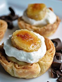 Mini Banana Cream Pies - wonder if these would be good with puff pastry shells instead of pie crust?