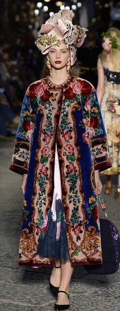 Dolce & Gabbana Celebrate Sophia Loren and Naples with a Hugely Fun Alta…