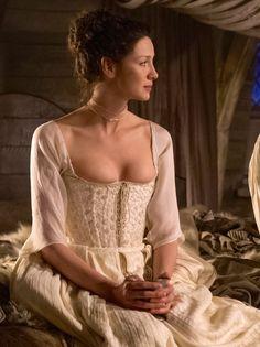 Caitriona Balfe as Claire Fraser in Outlander (TV Series, [x] Claire Fraser, Jamie Fraser, Costumes Outlander, Caitriona Balfe Outlander, Outlander Wedding, Wedding Corset, Outlander Season 1, Outlander Book Series, Diana Gabaldon Outlander