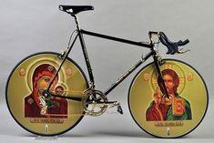 """Creata per una mostra, questo unico esemplare di bici da corsa, porta il nome di """"Proposal for Russian Olympic Cycling Team 1992"""". Daniel Bragin è Russo di origini, ma vive a Londra e ha assemblato questa"""