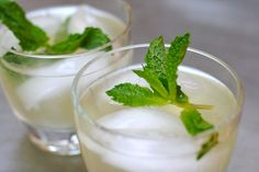 Green tea mint lemonade!! All of my favorite things combined into one drink!