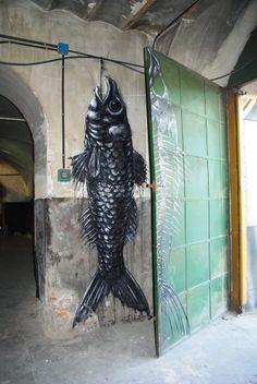 Roa Street Art is really a very popular kind of art that's spreading quickly … Best Street Art, Amazing Street Art, Amazing Art, Graffiti Artwork, Street Art Graffiti, Francis Picabia, Environmental Art, Land Art, Street Artists