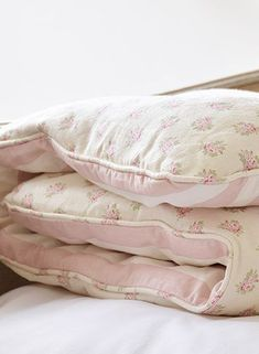 Shabby Chic Bedrooms Archives - Cute Home Designs Shabby Chic Bedrooms, Shabby Chic Homes, Shabby Chic Furniture, Shabby Chic Decor, Shabby Vintage, Style Vintage, Vintage Fashion, Rose Cottage, Cottage Chic