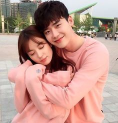 Cute Couple! Oh Yeon Joo and Kang Cheol from the Korean drama, W, two worlds.
