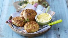 SAVOURY CREAM CHEESE SCONES - Served warm with oodles of margarine, these bacon, cream cheese and herb scones will impress guests and family alike. Ideal for freezing too. Cheese Scones, Kids Meals, Bacon, Lunch Box, Frozen, Herbs, Snacks, Warm, Cream