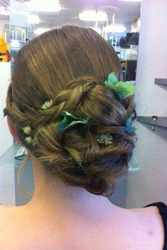 #coiffurecitylangenthal #fest #hochzeit #hochstecken #wedding Earrings, Beauty, Jewelry, Fashion, Hairstyle, Nice Jewelry, Weddings, Ear Rings, Moda