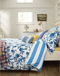Joules null Lulu Floral Duvet Cover, Blue Floral.                     Perfect for a breezy beach house inspired bedroom, Lulu floral is bursting with big blousy blooms set against a nautical stripe