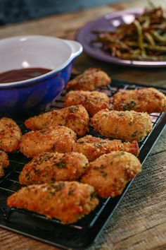 Garlic-bread chicken nuggets with balsamic ketchup: The perfect dinner recipe for the whole family.