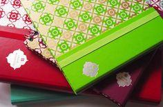 Desenvolvimento de uma linha de materiais de papelaria/presentes para a Ótima Gráfica.  Com cores fortes e padrões gráficos com inspiração nos ornamentos Mouros e Persa, a linha Mosaicos é delicada e elegante.
