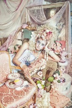 Baroque Fashion and Art Amazing Art work here, like a Mad Hatter tea party social relaxation, shes gorgeous Marie Antoinette, Bal A Versailles, Mode Bizarre, Foto Fantasy, Rococo Fashion, Estilo Shabby Chic, Rococo Style, John Galliano, Madame
