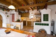 Polgári parasztház - Szép Házak Old World Kitchens, Home Kitchens, Wood House Design, Indian Home Interior, European House, Cottage Interiors, House In The Woods, Beautiful Kitchens, Log Homes
