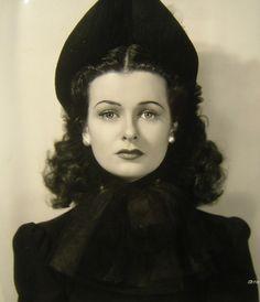 Stunning 1940s actress Joan Bennett
