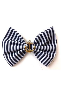 This is such a cute bow! I have short hair, but I'd still totally wear this with a really cute skirt!