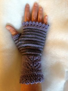 Ravelry: Project Gallery for Andrea's Mitts pattern by Kirsten Kapur