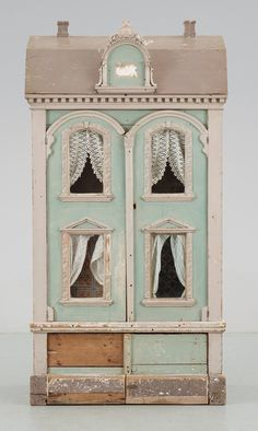Antique dollhouse - I feel like painting Isabellas dolls house now! Antique Dollhouse, Dollhouse Dolls, Dollhouse Miniatures, Dollhouse Ideas, Antique Toys, Vintage Antiques, Antique Furniture, Miniature Houses, Old Toys