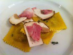 Tortelli farciti ai porcini, salsa alla robiola di Roccaverano e spalla cotta del Grigio del Casentino