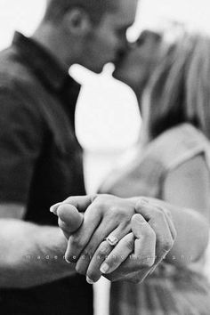 Engagement Photo Poses and IdeasConfetti Daydreams – Wedding Blog