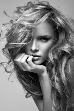 black and white vogue style portrait of delicate blonde woman Girl Face, Woman Face, Black And White Portraits, Black And White Photography, Foto Face, Face Photography, Fashion Photography, Model Face, Blonde Women
