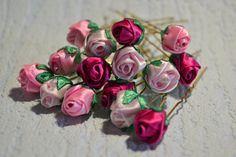 Posts on the topic of vyshivka lentami, cvety iz lent added by Natalija Kudriavceva Ribbon Art, Diy Ribbon, Ribbon Crafts, Flower Crafts, Ribbon Rose, Ribbon Embroidery Tutorial, Ribbon Flower Tutorial, Silk Ribbon Embroidery, Embroidery Stitches