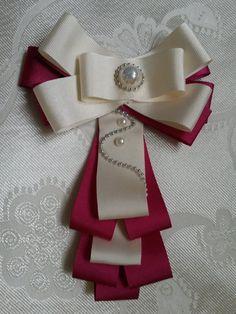 Alege brosa cravata pentru a personaliza uniforma ta de scoala.Iar pentru mamici am prigatit brosele cravata la o tinata de birou. ***Brosele cravata ***Coronite de par, bentite, coroane pentru micile printese Mai multe modele si detalii aici - www.ali