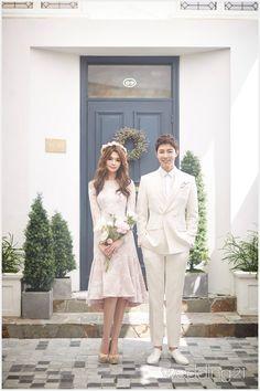 인물 위주의 다양한 감성 사진을 선보이는, 더스튜디오루체 Wedding Couple Poses, Pre Wedding Photoshoot, Couple Posing, Wedding Couples, Couple Photos, Bridesmaid Dresses, Wedding Dresses, Photo Reference, Wedding Decorations