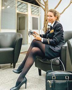 Great Legs, Nice Legs, Flight Attendant Hot, Flight Girls, Airline Uniforms, Female Pilot, Sexy Legs And Heels, Rock Outfits, Girls Uniforms