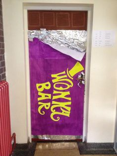Willy Wonka Party : Cute decorating idea for the front door : wonka bar door Wonka Chocolate Factory, Charlie Chocolate Factory, Candy Christmas Decorations, Halloween Door Decorations, Candy Land Decorations, Halloween Classroom Door, Hallway Decorations, Candy Centerpieces, Quinceanera Centerpieces