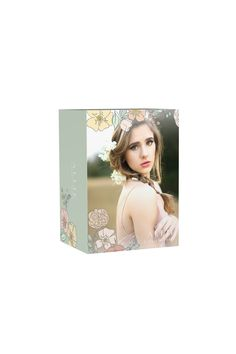 This image box collection pairs with the Floral Fresh grad announcement set. Delightfully feminine, the Floral Fresh collection features beautiful hand-drawn floral illustrations and a soft, pastel color palette. The subtlety of the art, combined with clean, classic typography, makes this collection the perfect accompaniment to your senior woman portraiture. Designed by Swoone for Amanda Holloway.
