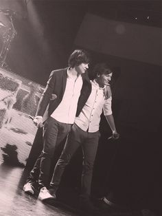 Harry Styles<<< And Louis Tomlinson