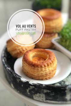 Here's how to make classic vol au vents puff pastry cups: a step-by-step picture guide! Have you ever wondered how to make vol au vents? This is your chance. Easter Dinner Recipes, Appetizer Recipes, Dessert Recipes, Appetizers, Desserts, Rice Recipes, Bread Recipes, Chicken Vol Au Vent Recipe, Tapas