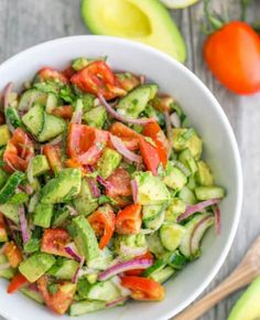 Tomato Avocado Salad This Cucumber Tomato Avocado Salad recipe is a keeper! Easy, Excellent SaladThis Cucumber Tomato Avocado Salad recipe is a keeper! Avocado Tomato Salad, Avocado Salad Recipes, Avacodo Salad, Pinapple Salad, Vegtable Salad, Zuchinni Salad, Avocado Chicken, Easy Salad Recipes, English Cucumber Salad Recipe