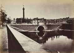 Poste caserne de la Bastille, tunnel du canal et colonne de Juillet, tiré en 1872 | Photographe : Alphonse J. Liébert