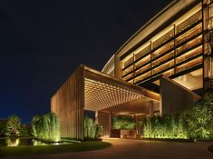 When it comes to getting a hotel ready to greet its guests, a lobby design is a tell-all. The entrance to a brand new world of luxury, these luxurious hotel lob Hotel Lobby Design, Hotel Design Architecture, Design Exterior, Facade Design, Exterior Colors, Sanya, Edition Hotel, Resorts, Facade Lighting